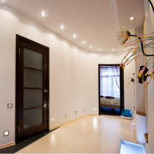 натяжной потолок в коридоре 15