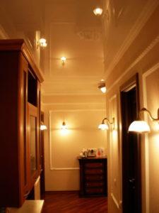 натяжной потолок в коридоре 7