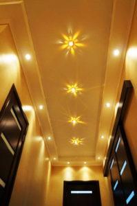 натяжной потолок в коридоре 6