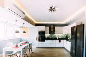 Натяжной потолок на кухне 39