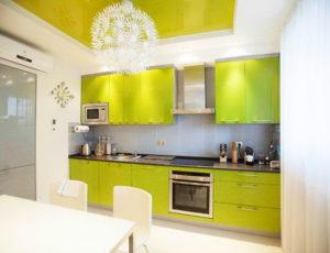 Натяжной потолок на кухне 24