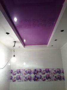 натяжной потолок в ванной 27
