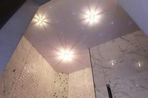 натяжной потолок в ванной 16