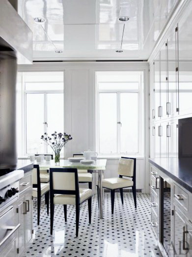 Натяжной потолок на кухне 3