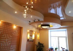 Натяжной потолок на кухне 41