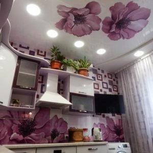 Натяжной потолок на кухне 17