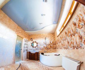 натяжной потолок в ванной 18